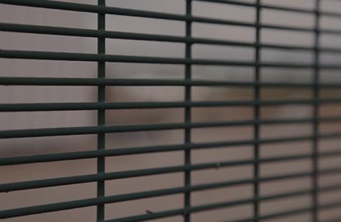 Détention de familles avec enfants en centre fermé